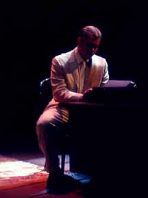 an analysis of the character of amanda in the play the glass menagerie by tennessee williams